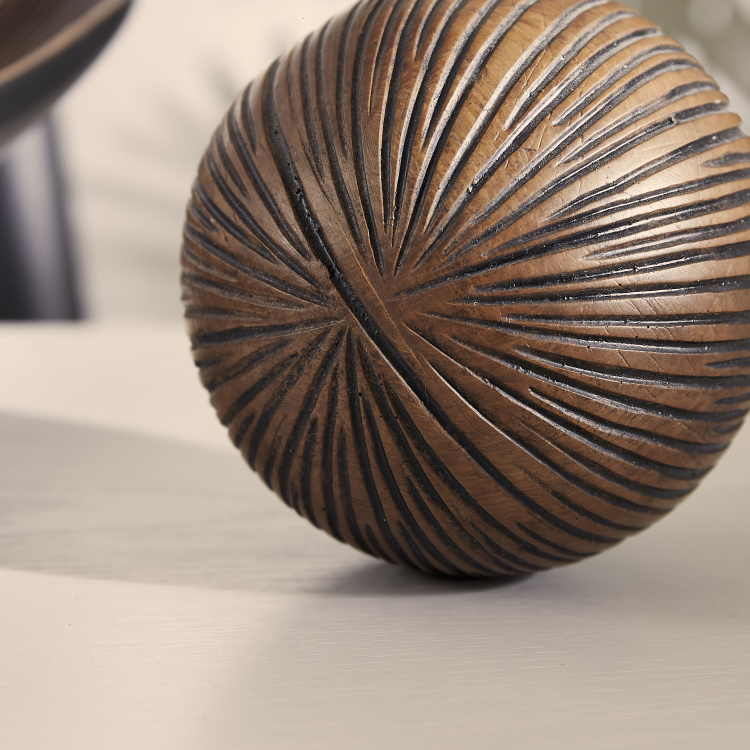Oak Star Burst Polyresin Decorative Ball